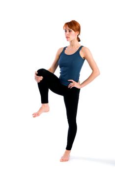how to do standing knee hug in yoga