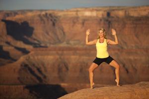 how to do goddess squat in yoga