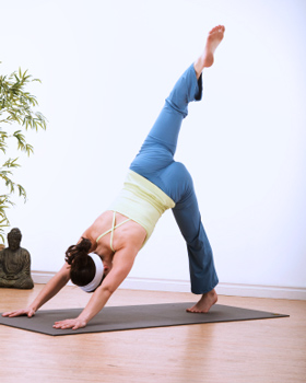 how to do threelegged downward dog in yoga